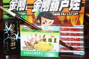 Dulces de jengibre, pincel de comadreja, tinta china, palillos y cuentos chinos